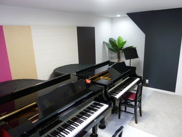 富永音楽教室 レッスン室のピアノ